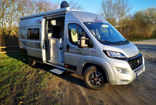 Hire a motorhome in Celle from private owners| Challenger Vany