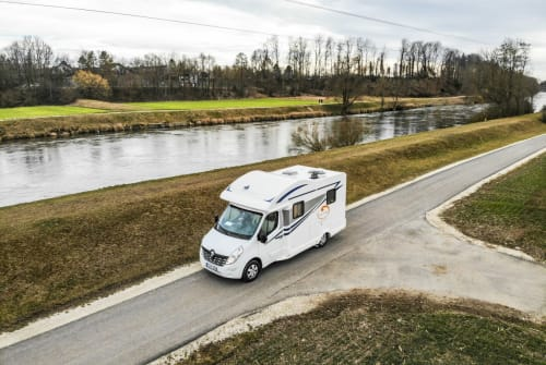 Hire a motorhome in Weinstadt from private owners| Ahorn Der Kompakte