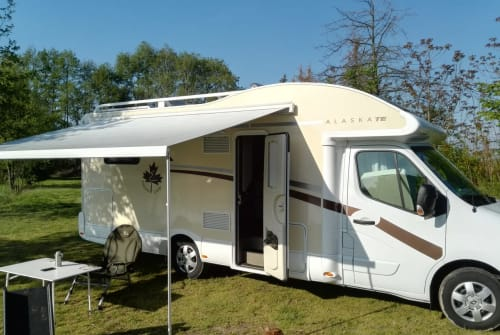 Hire a motorhome in Glauburg from private owners| Ahorn Donnie