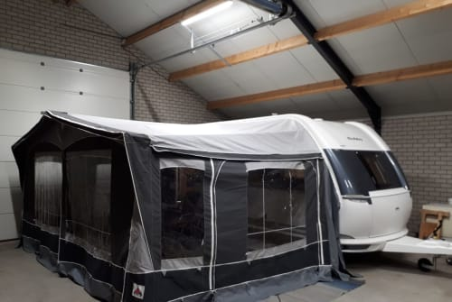 Hire a motorhome in Beringe from private owners| HOBBY  Hobby 490kmf