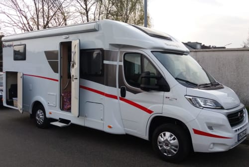 Hire a motorhome in Pulheim from private owners| Sunlight  Rüßelmobil