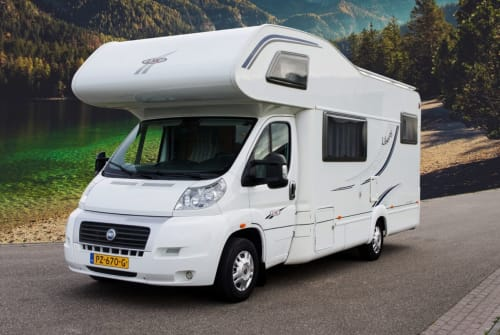 Hire a motorhome in Maasbree from private owners| LMC  LMC 671g 5-pers