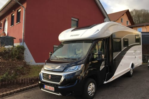 Hire a motorhome in Wadern from private owners| Forster Luna