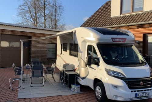 Hire a motorhome in Herford from private owners| Challanger Challenger 256