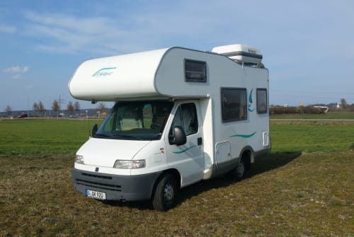 Hire a motorhome in Augsburg from private owners| Knaus Knut