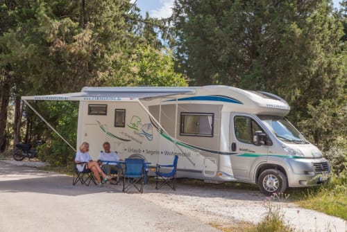 Hire a motorhome in Geni from private owners| Chausson Sweet Garage