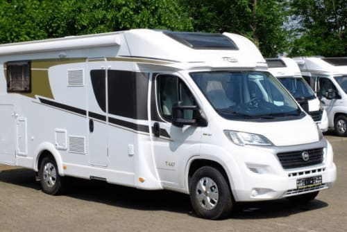 Hire a motorhome in Berlin from private owners| Carado Carado 2020