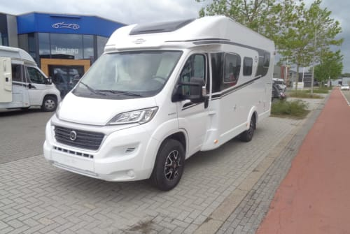 Hire a motorhome in Nijverdal from private owners| Hymer / Carado Carado T338