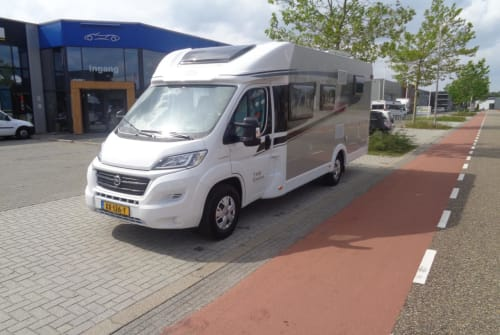 Hire a motorhome in Nijverdal from private owners| Hymer Carado T448