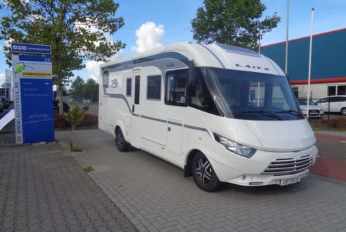 Hire a motorhome in Nijverdal from private owners| Rapido Laika Ecovip709