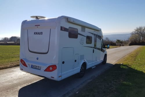 Hire a motorhome in Kernen im Remstal from private owners| Knaus DH