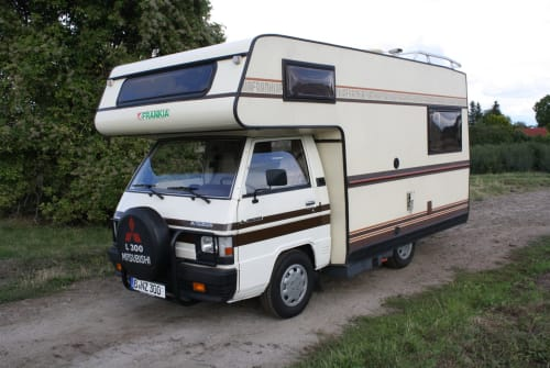 Hire a motorhome in Berlin from private owners| Mitsubishi L 300 Elly