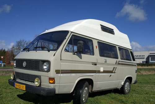 Hire a motorhome in Ribamontán al Mar from private owners| VW T3 Cassie