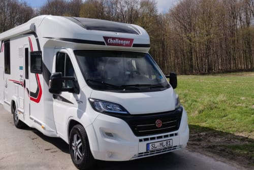 Hire a motorhome in Langballig from private owners| Challenger Jürgen