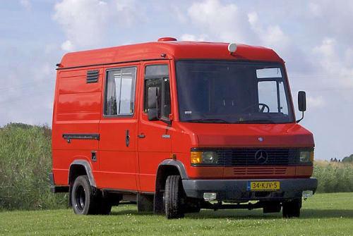 Hire a motorhome in Doornspijk from private owners| Mercedes De rode Benz