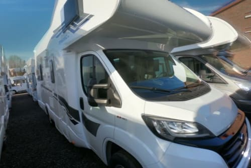 Hire a motorhome in Berlin from private owners| XGO FILA 2