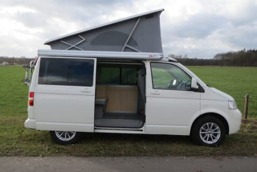 Hire a motorhome in Veldhoven from private owners| Volkswagen California