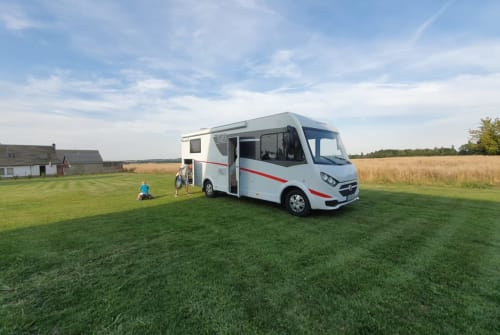 Hire a motorhome in Gersdorf from private owners| Sunlight JeMo
