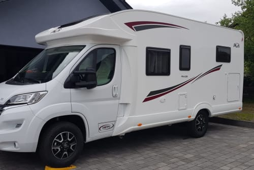 Hire a motorhome in Lutzerath from private owners| P.L.A. Wo-mi