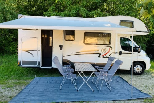 Hire a motorhome in Hahnbach from private owners| Elnagh Baron