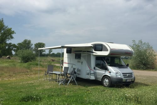 Hire a motorhome in Frankfurt from private owners| Ford Eisbär