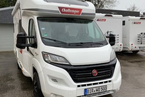 Hire a motorhome in Stolberg from private owners| Challenger Challenger275