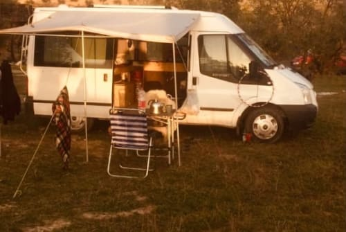 Hire a motorhome in Lissabon from private owners| Ford Oskar