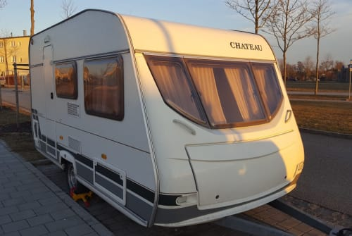 Hire a motorhome in Regensburg from private owners| Chateau Der Holländer