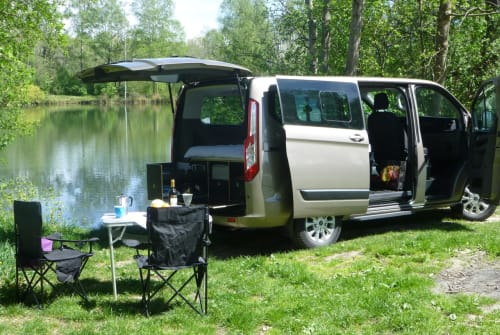 Hire a motorhome in Winhöring from private owners| Ford Tourneo  LuxusLöwe