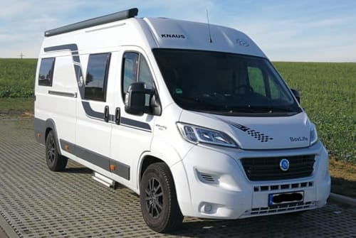 Hire a motorhome in Aichtal from private owners| Knaus Sunshine Camper