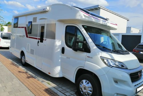Hire a motorhome in Poing from private owners| Roller Team Womi