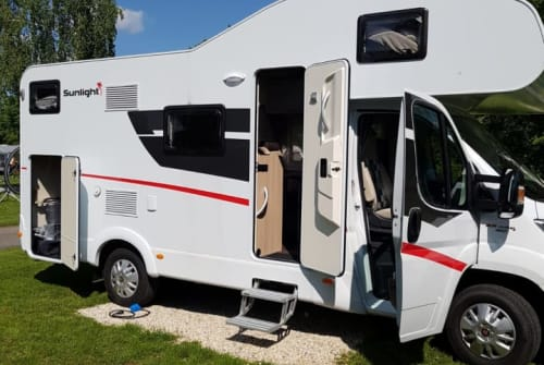 Hire a motorhome in Dietenhofen from private owners  Sunlight Moritz
