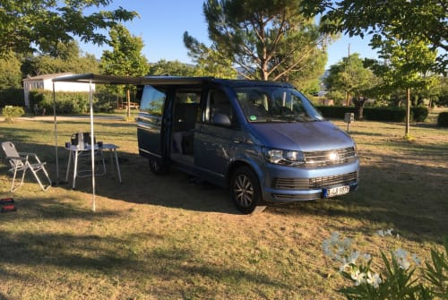 Hire a motorhome in Düsseldorf from private owners  VW Le Bleu