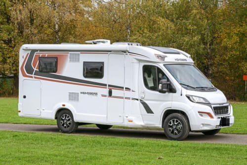 Hire a motorhome in Schenkenzell from private owners| Weinsberg Cara Compact PEPPER