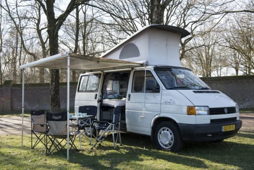 Hire a motorhome in Mierlo from private owners| VW CaliforniaDream