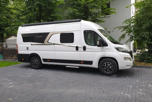 Hire a motorhome in Dallgow-Döberitz from private owners| Carado  640_Luxus