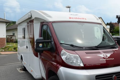 Hire a motorhome in Fuldabrück from private owners| dethleffs Karins Camper