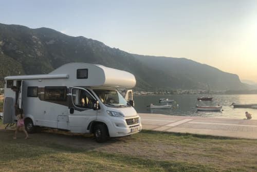 Hire a motorhome in Hohen Neuendorf from private owners| Sunlight Sunlight A72