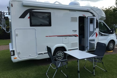 Hire a motorhome in Weingarten from private owners| Challenger Destiny