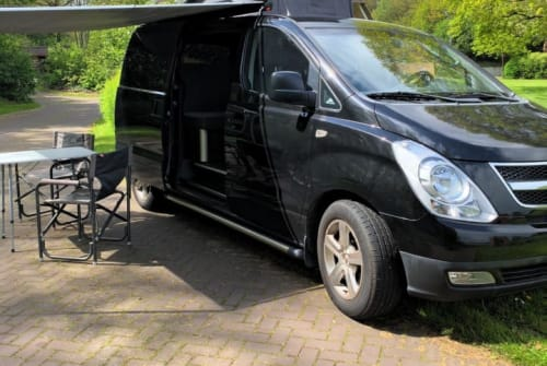 Hire a motorhome in Hoogeveen from private owners| Hyundai Black Beauty