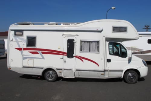 Hire a motorhome in Schönefeld from private owners| Iveco Arca Pummelfee