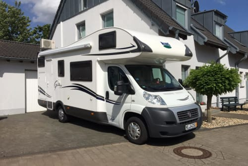 Hire a motorhome in Jüchen from private owners| Fiat Louis