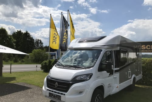 Hire a motorhome in Barweiler from private owners| Carado Classicline
