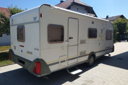Hire a motorhome in Luhe-Wildenau from private owners| Knaus Edda