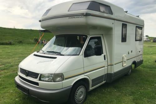 Hire a motorhome in Magdeburg from private owners  Volkswagen  Manni 2.0 der komfortabler Reisebegleiter für 4 mit Klima, Bad, Toilette