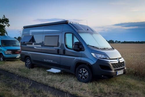 Hire a motorhome in Berlin from private owners| Globecar Summisito
