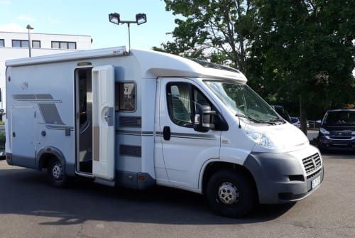 Hire a motorhome in Stuttgart from private owners| Knaus Schwalbennest