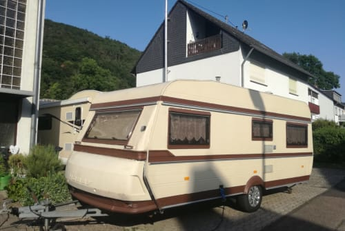Hire a motorhome in Braubach from private owners| Hobby Wohnwagen 535