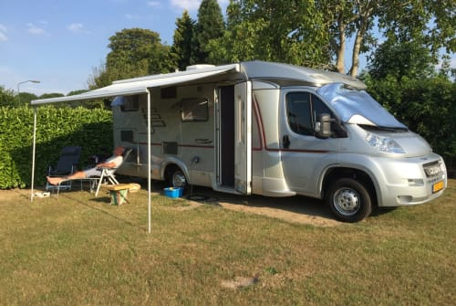 Hire a motorhome in Bleiswijk from private owners  Hymer automaat Hymer automaat