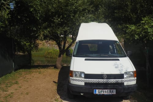 Hire a motorhome in Graz from private owners| VW Elvis